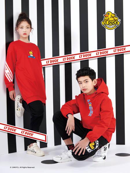小黄鸭青少年童装品牌2020秋冬红色字母上衣