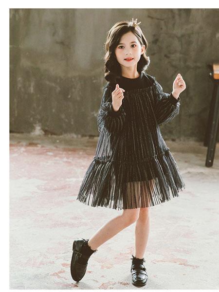 果萱童装品牌2020秋冬黑色半透褶纹连衣裙