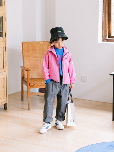 小嗨皮童装品牌2020秋冬潮童粉色长袖外套