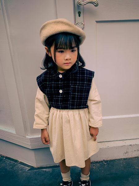 吾名堂童装品牌2020秋冬无袖格子上衣