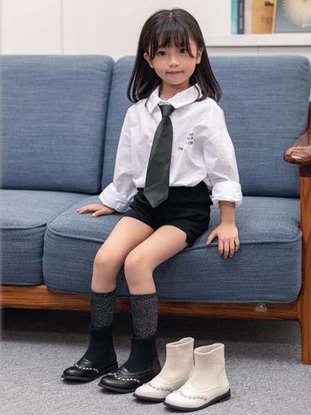 崽崽屋童鞋品牌2020秋冬黑底白面女童鞋