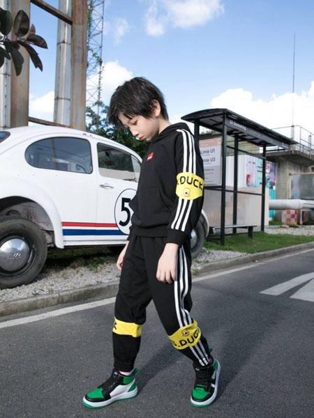 恒星童装品牌2020秋冬黑色条纹运动套装