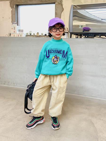 优仔优妹UZUM童装品牌2020秋冬蓝色字母卫衣