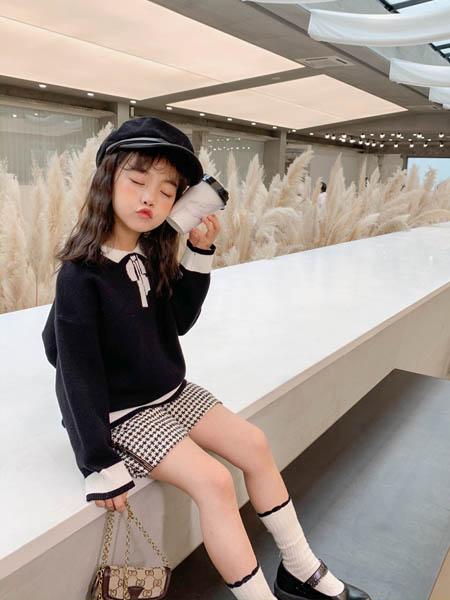 优仔优妹UZUM童装品牌2020秋冬白色袖口上衣