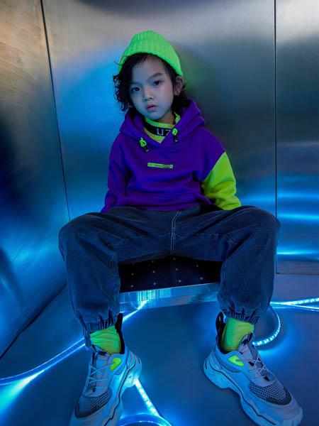 优仔优妹UZUM童装品牌2020秋冬紫色连帽卫衣
