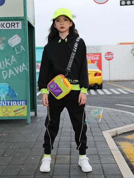糖果布丁  青少年潮牌童装品牌2020秋冬时尚黑色卫衣