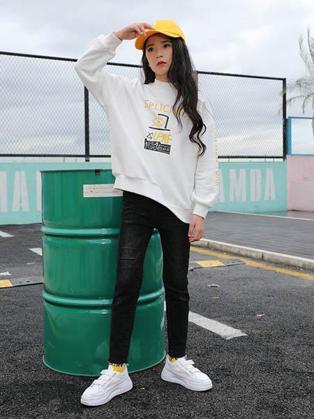 糖果布丁  青少年潮牌童装品牌2020秋冬白色卫衣