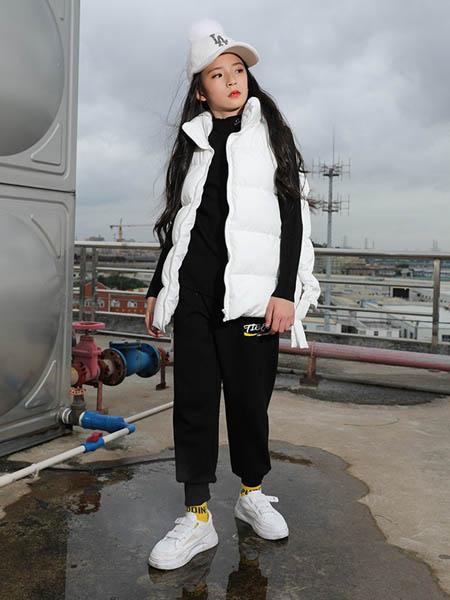 糖果布丁  青少年潮牌童装品牌2020秋冬白色加绒马甲