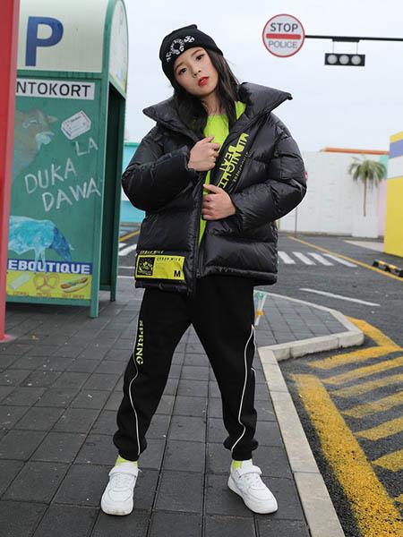 糖果布丁  青少年潮牌童装品牌2020秋冬黑色羽绒服