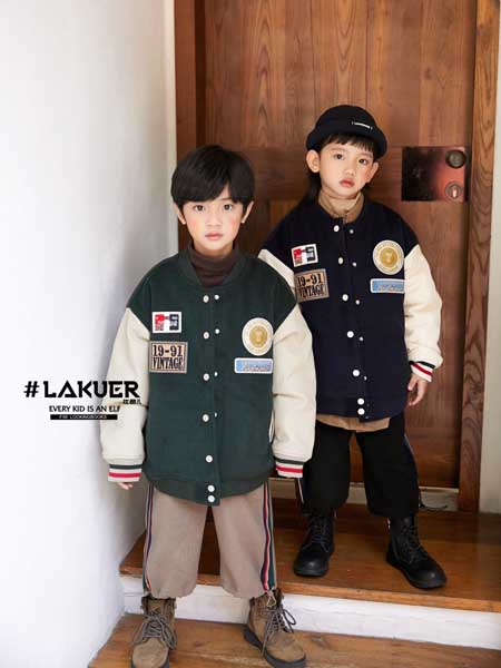 拉酷儿童装品牌2020秋冬绿色印花外套白袖