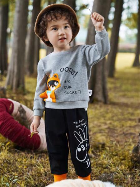 MQD童装品牌2020秋冬灰色卡通字母针织衫