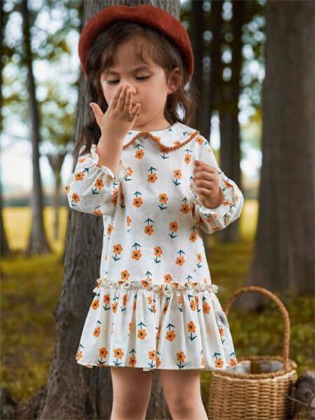 MQD童装品牌2020秋冬印花白色童趣连衣裙