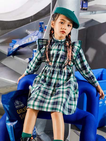 UZUM童装品牌2021春夏绿色格子长袖连衣裙