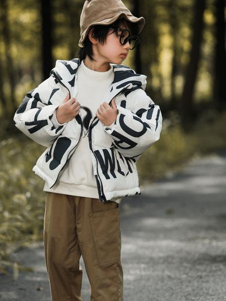 吾名堂童�b品牌2020冬季字母白色��帽外套