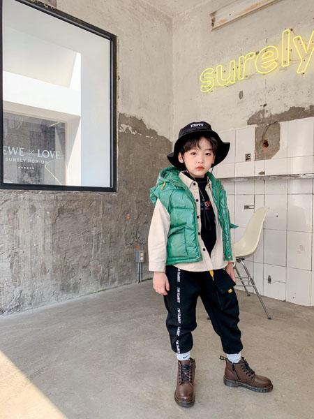 宠来宠趣童装品牌2020秋冬无袖绿色带帽马甲