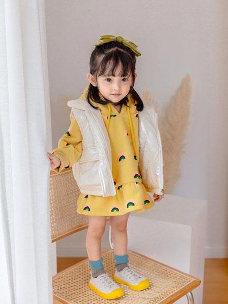 宠来宠趣童装品牌2020秋冬无袖羽绒白色马甲