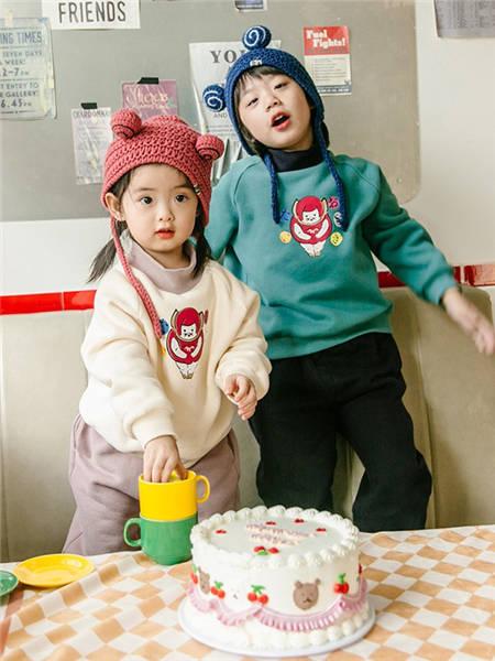 野柿童装品牌2020冬季长袖高领烫印卫衣