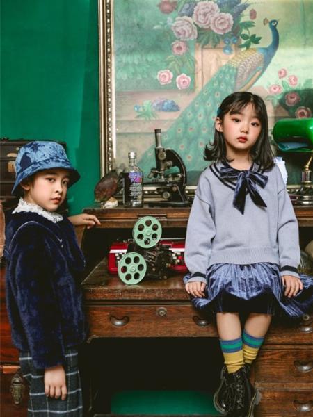 艾米艾门童装品牌2020冬季韩版学院风蝴蝶结落肩毛衣