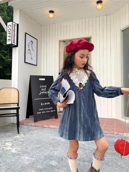艾米艾门童装品牌2020冬季浅蓝色淑女金丝绒连衣裙