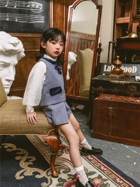 艾米艾门童装品牌2020冬季韩版泡泡袖中高领上衣