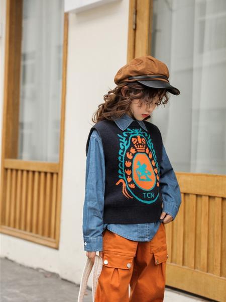 艾米艾门童装品牌2020冬季日系个性花纹套头外搭背心毛衣