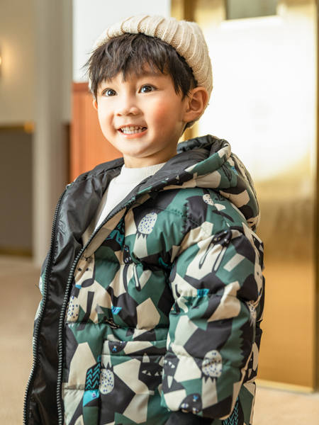 卡儿菲特童装品牌2020冬季深色迷彩保暖羽绒服外套