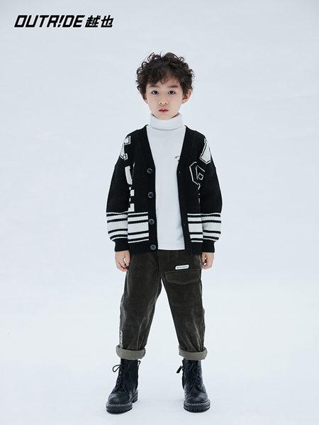 Outride越也童装品牌2020冬季经典黑白配色棒球服