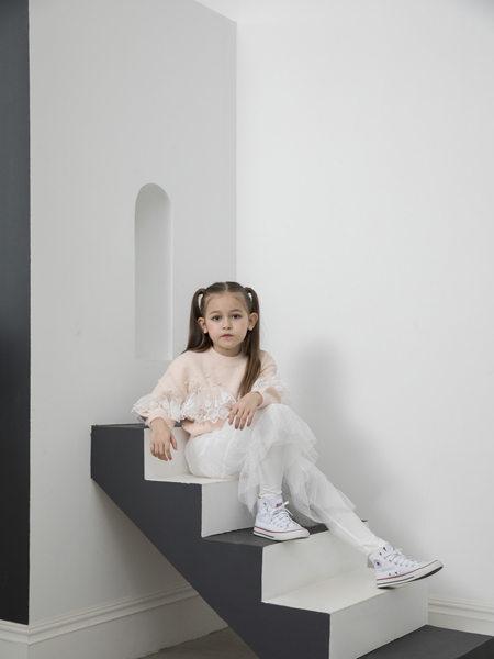 快乐精灵童装品牌2020冬季粉色甜美蕾丝拼接上衣