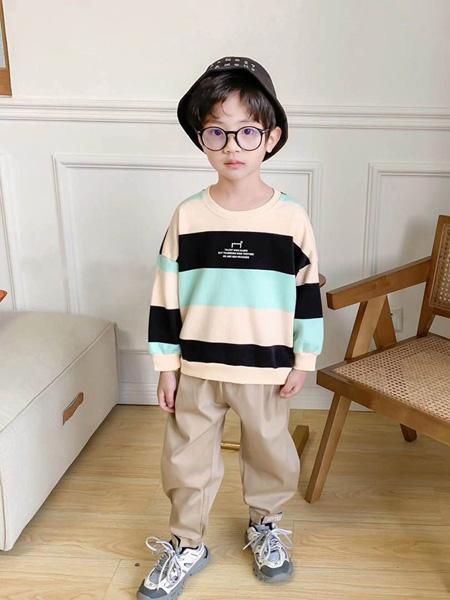 世纪童话童装品牌2020冬季时尚配色横条纹宽松卫衣
