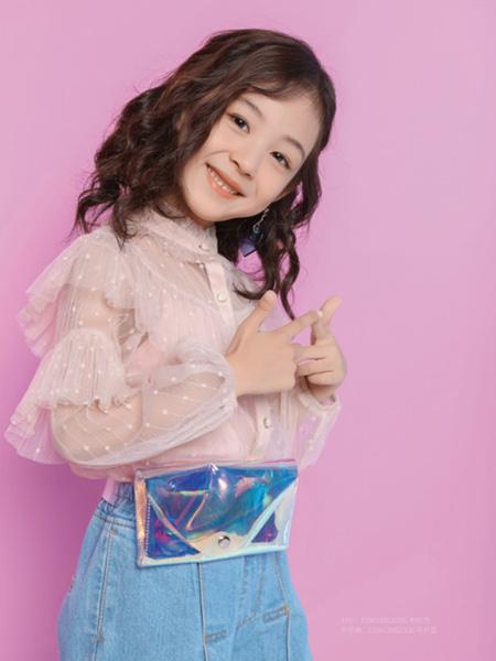 世纪童话童装品牌2020冬季粉色蕾丝拼接公主风上衣