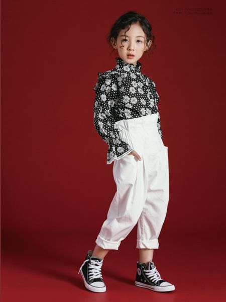 世纪童话童装品牌2020冬季黑色波点木耳边喇叭袖上衣