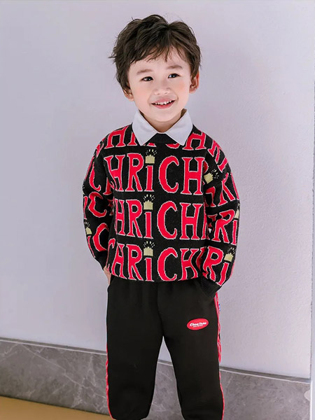 早言童装品牌2020冬季黑色流行字母印花针织上衣
