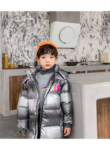 123童装童装品牌2020冬季银色渐变连帽保暖羽绒服