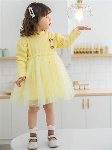 123童装童装品牌2020冬季黄色网纱拼接连衣裙