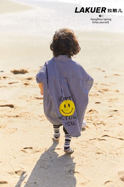 拉酷儿童装品牌2021春夏格纹笑脸衬衫