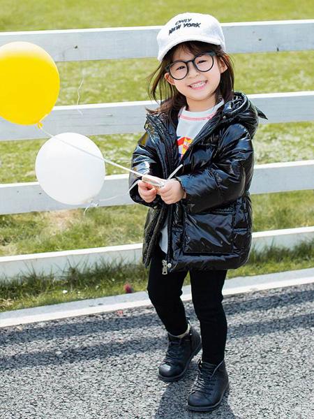 童年永恒童装品牌2021春夏纯黑色羽绒服