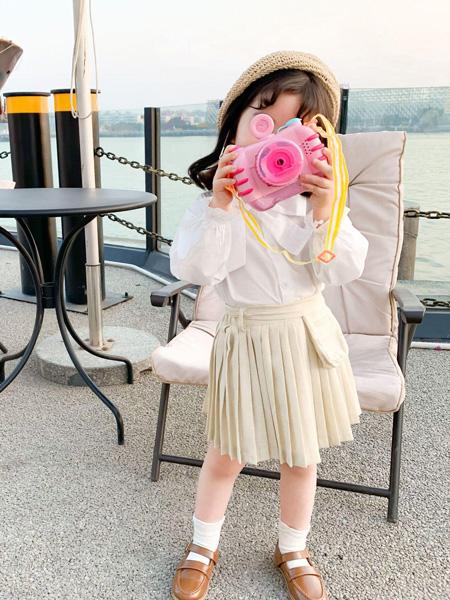 宾果童话童装品牌2021春夏米白色褶皱半身裙