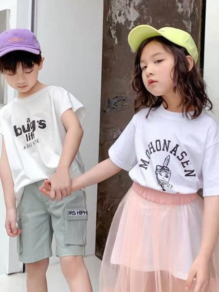 妙优童装品牌2021春夏印花字母纯色上衣