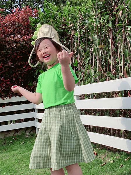 小嗨皮童装品牌2021春夏绿色上衣