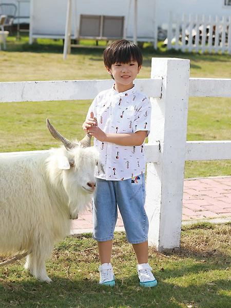 芭乐兔童装品牌2021春夏印花排扣衬衫