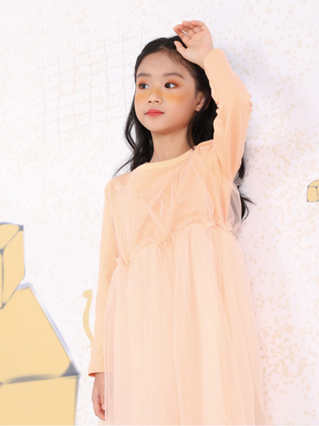 莳季童装品牌2021春夏宽松暖色系长裙