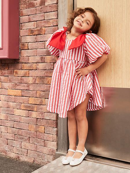 百丽国际童鞋童装品牌2021春夏条纹泡泡袖宽松连衣裙