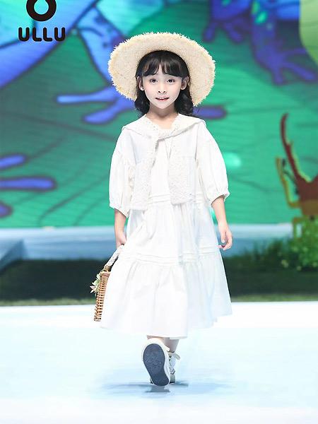 优露童装童装品牌2021春学院风宽松连衣裙
