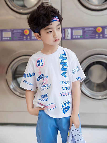 萌����童�b品牌2021春夏印字母T恤