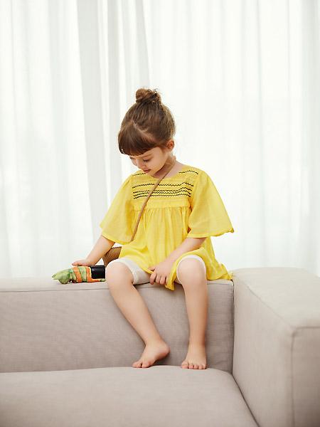 三木比迪童装品牌2021春夏宽松黄色中袖微褶上衣裙