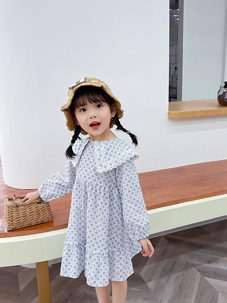 七彩芽童装品牌2021春夏波点娃娃领宽松连衣裙