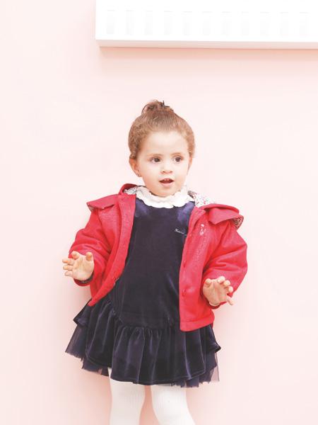 圣宝度伦童装品牌2021春夏红色连帽外套