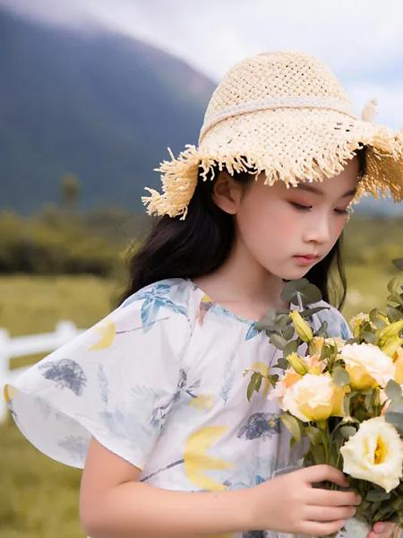莳季童装品牌2021夏季沙滩花色宽袖雪纺连衣裙