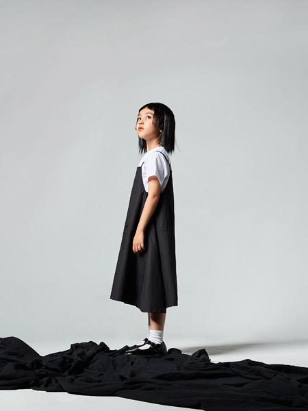 吾名堂童装品牌2021夏季黑色慵懒假两件套连衣裙