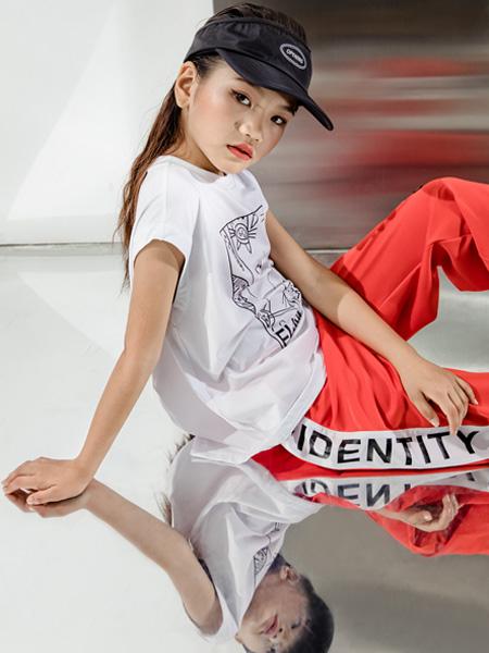 淘�庳��童�b品牌2021夏季新款新款�和�中大童薄款潮流短T